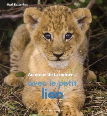 Couverture du livre « Avec le petit lion » de Suzi Eszterhas aux éditions Gallimard-jeunesse