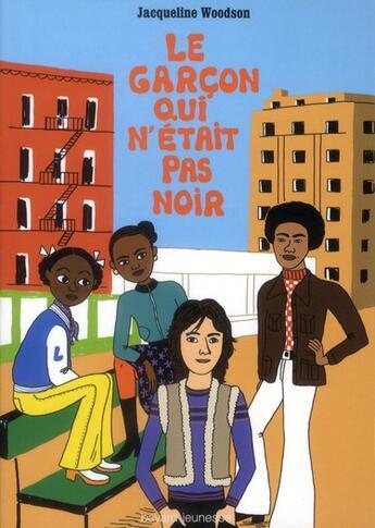 Couverture du livre « Le garçon qui n'était pas noir » de Jacqueline Woodson aux éditions Bayard Jeunesse