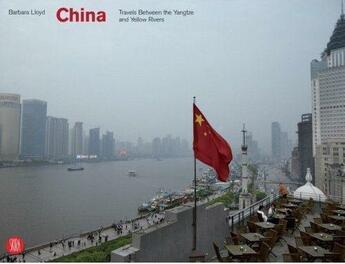 Couverture du livre « China travels between the yangtze and yellow rivers » de Lloyd Barbara aux éditions Skira