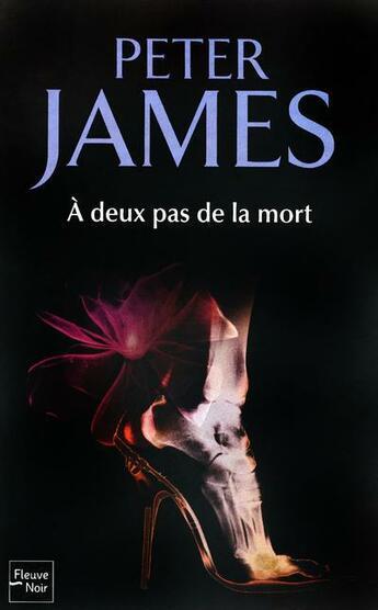 Couverture du livre « à deux pas de la mort » de Peter James aux éditions Fleuve Noir