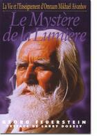 Couverture du livre « Le mystère de la lumière ; la vie et l'enseignement d'Omraam Mikhäel Aïvanhov » de Georg Feuerstein aux éditions Prosveta