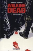 Couverture du livre « Walking dead T.11 ; les chasseurs » de Charlie Adlard et Robert Kirkman aux éditions Delcourt