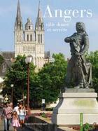 Couverture du livre « Angers ; ville douce et secrète » de Christophe Petiteau et Benedicte Fillion-Braguet aux éditions Geste