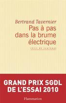 Couverture du livre « Pas à pas dans la brume électrique ; récit de tournage » de Bertrand Tavernier aux éditions Flammarion