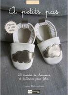 Couverture du livre « À petits pas ; 25 modèles de chaussons et ballerines pour bébé » de Anne Walterthum aux éditions Creapassions.com