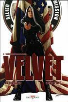 Couverture du livre « Velvet T.3 ; l'homme qui vola le monde » de Ed Brubaker et Elizabeth Breitweiser et Steve Epting aux éditions Delcourt