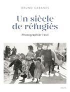 Couverture du livre « Un siècle de réfugiés ; photographier l'exil » de Bruno Cabanes aux éditions Seuil