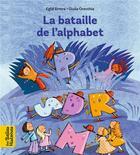 Couverture du livre « La bataille de l'alphabet » de Eglal Errera et Giulia Orecchia aux éditions Bayard Jeunesse