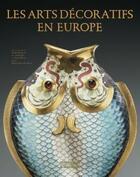 Couverture du livre « Les arts décoratifs en Europe » de Collectif et Agnes Bos et Salima Hellal et Sophie Mouquin aux éditions Citadelles & Mazenod