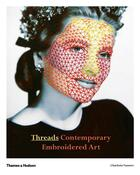 Couverture du livre « Threads contemporary embroidery art » de Charlotte Vannier aux éditions Thames & Hudson