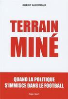 Couverture du livre « Terrain miné ; quand la géopolitique s'immisce dans le football » de Cherif Ghemmour aux éditions Hugo