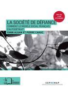 Couverture du livre « La société de la défiance ; comment le modèle social français s'autodétruit » de Yann Algan et Pierre Cahuc aux éditions Rue D'ulm