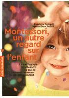Couverture du livre « Montessori, un autre regard sur l'enfant » de Patricia Spinelli et Karen Benchetrit aux éditions Marabout