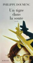Couverture du livre « Un tigre dans la soute » de Philippe Doumenc aux éditions Actes Sud