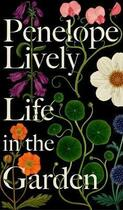 Couverture du livre « Life in the garden » de Penelope Lively aux éditions Fig Tree