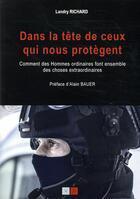 Couverture du livre « Dans la tête de ceux qui nous protègent » de Landry Richard aux éditions Va Press