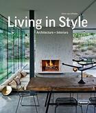 Couverture du livre « Living in style ; architecture and inteiors » de Chris Van Uffelen aux éditions Braun