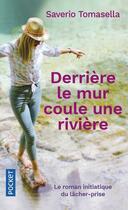 Couverture du livre « Derrière le mur coule une rivière » de Saverio Tomasella aux éditions Pocket