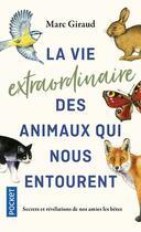 Couverture du livre « La vie extraordinaire des animaux qui nous entourent » de Marc Giraud aux éditions Pocket