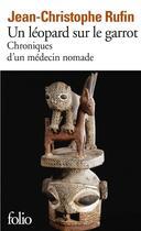 Couverture du livre « Un léopard sur le garrot ; chroniques d'un médecin nomade » de Jean-Christophe Rufin aux éditions Gallimard