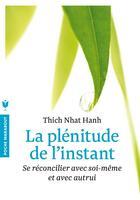 Couverture du livre « La plénitude de l'instant ; se réconcilier avec soi-même et avec autrui » de Thich Nhat Hanh aux éditions Marabout